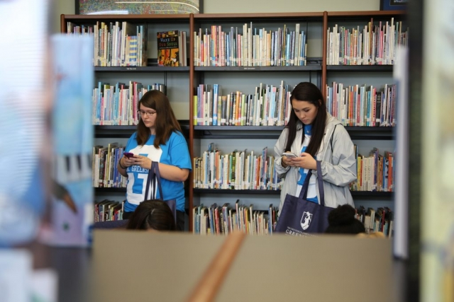 Students in the teaching Resources Center during NAV1GATE